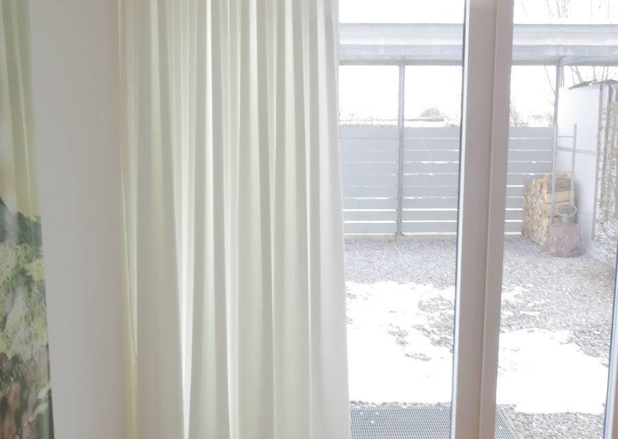 sichtschutz nachtvorhang blickdicht und lichtdurchl ssig in weiss online kaufen. Black Bedroom Furniture Sets. Home Design Ideas