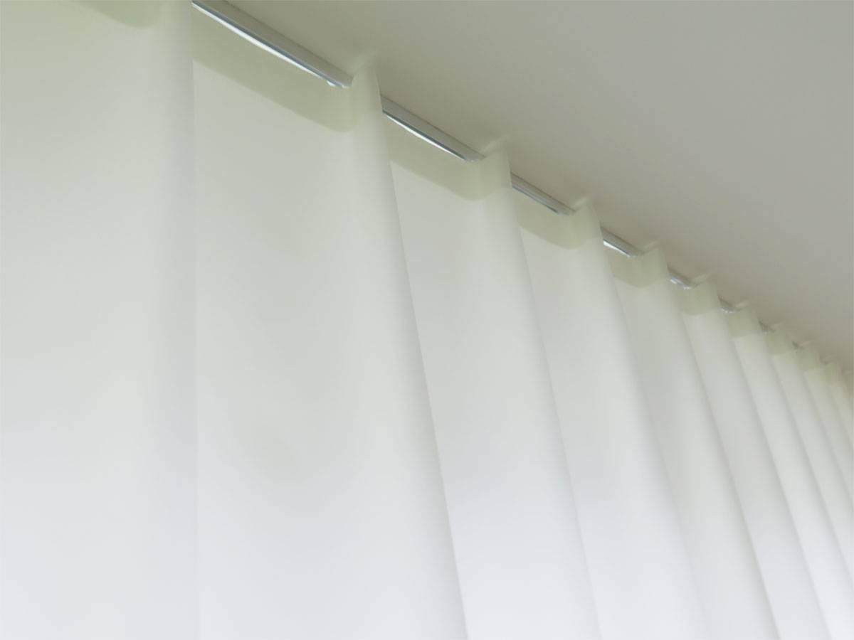 falten nachtvorhang blickdicht lichtdurchl ssig weiss leichter glanz feingewoben. Black Bedroom Furniture Sets. Home Design Ideas