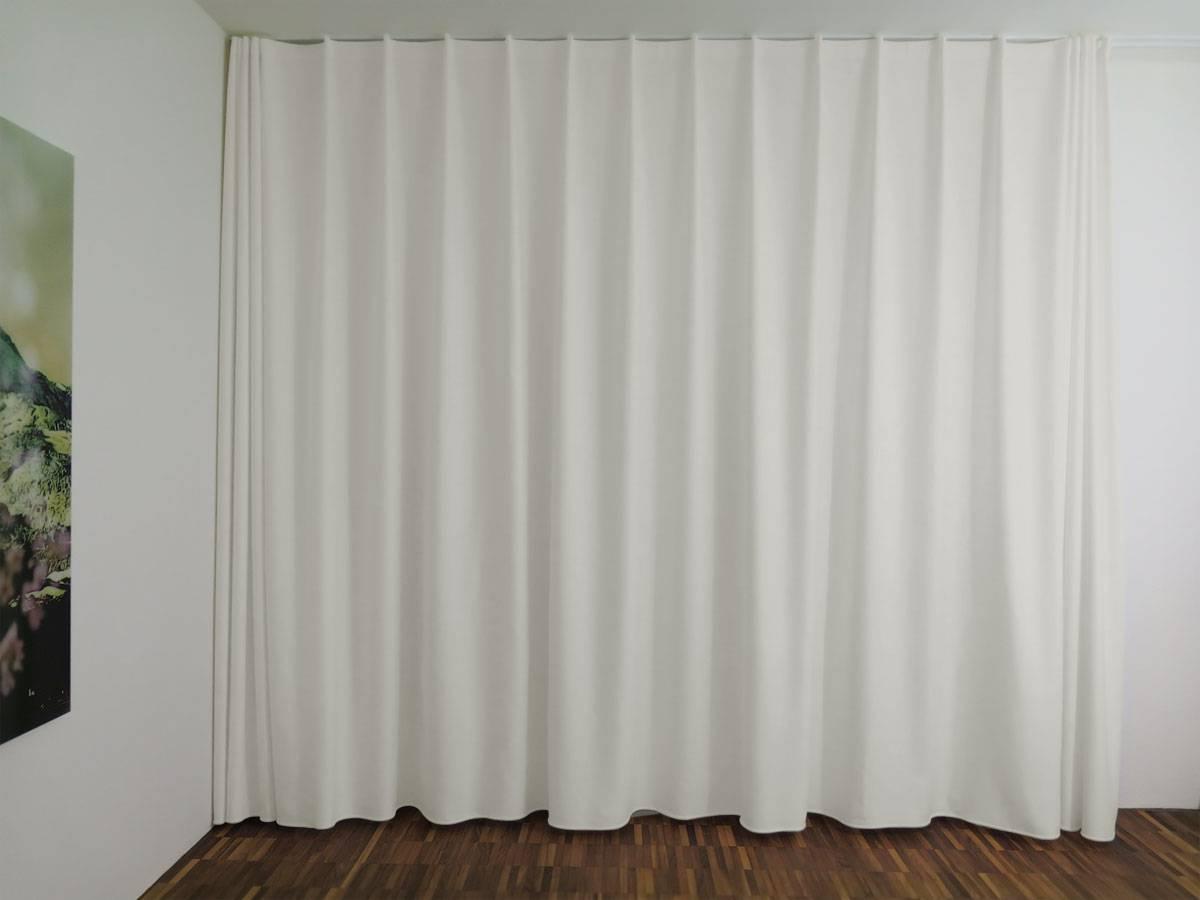 store geschlossen nachtvorhang blickdicht lichtdurchl ssig weiss leichter glanz feingewoben. Black Bedroom Furniture Sets. Home Design Ideas