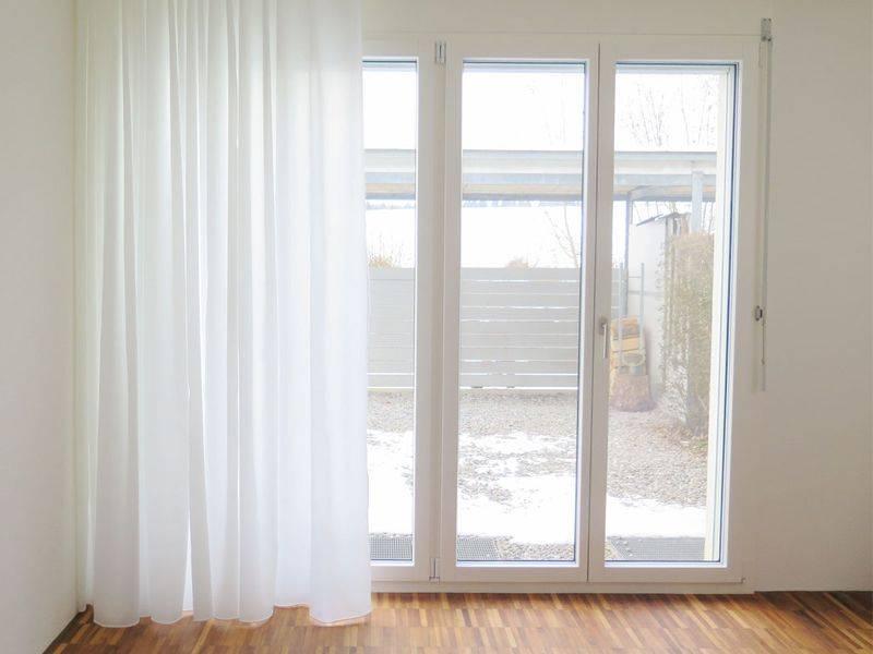 Nachtvorhang in Weiss edel im Schlafzimmer   weisservorhang.ch